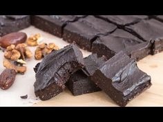 These gluten-free No-Bake Brownies are not only healthy but are fudgy, gooey, chocolaty, nutty, hard not to fall in love with them from the first bite. Healthy Brownies, Gluten Free Brownies, No Bake Brownies, Healthy Baking, Healthy Snacks, Healthy Recipes, Healthy Desserts, Chocolate Flavors, Chocolate Desserts