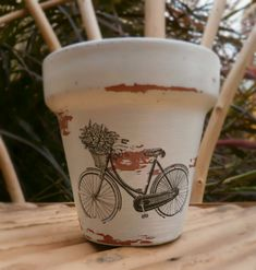 decoracion macetas vintage - Buscar con Google Painted Clay Pots, Painted Flower Pots, Flower Planters, Decoupage Art, Decoupage Vintage, Spring Projects, Projects To Try, Paint Garden Pots, Wood Craft Patterns