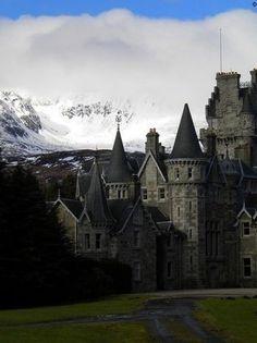 Highlands Castle, Loch Laggan, Scotland photo via saita