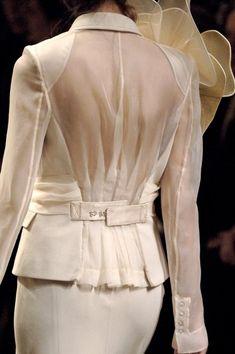 John Galliano at Paris Fashion Week Spring 2007 - Details Runway Photos Couture Fashion, Hijab Fashion, Runway Fashion, Fashion Dresses, Womens Fashion, Paris Fashion, White Fashion, Love Fashion, Haute Couture Looks