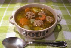 Ciorba de perisoare | húsos gombócleves Goulash, Penne, Pot Roast, Soup Recipes, Beef, Cooking, Ethnic Recipes, Food, Soups