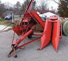 DEARBORN 1-Row Picker Tractor Accessories, School Farm, Tractor Implements, Tractor Attachments, Ford Tractors, Antique Tractors, Vintage Farm, Old Farm, Scarlet