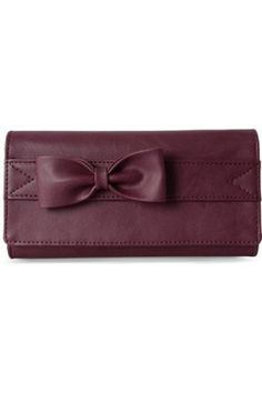 A must have pick is this Baggit Maroon Wallet for Women #walletonline #womensaccessories #walletforwomen #onlinewallet #baggitwallet #womensfashion Shop here-  https://trendybharat.com/trendy-pitara/videshi-bazaar/baggit/baggit-maroon-wallet-for-women-89034-1455-6267