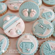 Baby Shower Cupcake Toppers, Fondant Cupcake Toppers, Baby Shower Cookies, Baby Shower Deco, Baby Girl Shower Themes, Fancy Cookies, Cute Cookies, Royal Icing Sugar, Fondant Cookies