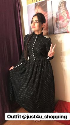 Kurta Designs, Blouse Designs, Indian Designer Outfits, Designer Dresses, Pakistani Dresses, Indian Dresses, Simple Dresses, Casual Dresses, Hijab Fashion