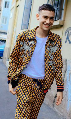 English singer, songwriter and actor Olly Alexander in Gucci Billie Eilish, Sabrina Carpenter Album, Olly Alexander, Street Style 2016, Grunge Hair, Videos, Cover, Gucci, Girly