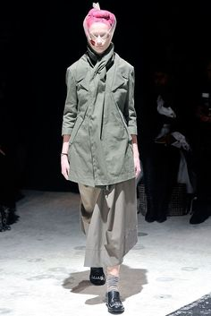 See the complete Comme des Garçons Fall 2009 Ready-to-Wear collection.