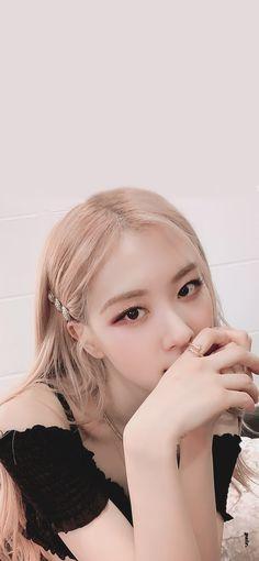 Kpop Girl Groups, Kpop Girls, Black Pink Kpop, Rose Park, Blackpink Photos, 1 Rose, Blackpink And Bts, Blackpink Fashion, Park Chaeyoung
