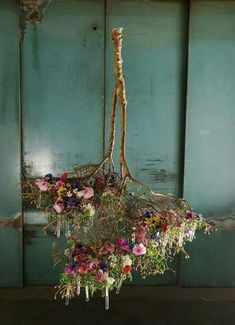 13 photos that prove that you are stuck at your event Fotos, die beweisen, dass Sie bei Ihrer Veranstaltung hängende Mittelstücke benötigen – Kreative Ideen 13 photos that prove that you need hanging centerpieces at your event prove their - Arte Floral, Deco Floral, Design Floral, Ikebana, Hanging Centerpiece, Table Centerpieces, Wedding Centerpieces, Fleur Design, Blog Deco