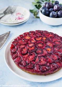This beautiful Plum Upside-Down Cake is delicious and easy to make. What's even better is this cake recipe can be used to make a variety of upside-down cakes. Mini Desserts, Delicious Desserts, Yummy Food, Plum Desserts, Easy Cake Recipes, Fruit Recipes, Dessert Recipes, Cooking Recipes, Plum Recipes Healthy