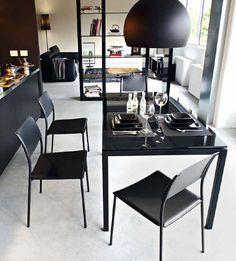 Conjunto de mesa cristal negro con sillas. Cod. 2029