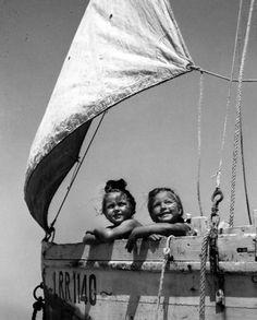 Robert Doisneau, Les petites filles du bateau