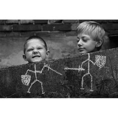 Find images and videos about funny, black and white and kids on We Heart It - the app to get lost in what you love. Chalk Photography, Creative Photography, Children Photography, Amazing Photography, Trucage Photo, Photo Art, Fun Fotos, Funny Photos, Cool Photos