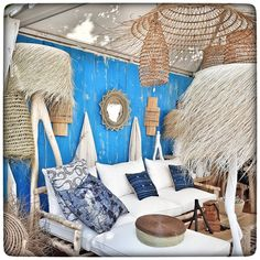 🌿Petite balade #saloncotesud ce week-end à #aixenprovence  @rockthekasbahbyphilippexerri 💙 #enviedetoutacheter #entreasieetafrique #ethnic #luminaire #islandvibes #blue  #vannerie #decoration #summermood #homedecoration #crush
