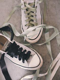 Converse og silkebånd