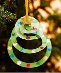Christmas Crafts - Construction Paper Christmas Tree Ornament - easy Christmas diy that& kid f. Preschool Christmas, Noel Christmas, Christmas Activities, Christmas Projects, Spiral Christmas Tree, Christmas Crafts For Kids To Make Toddlers, Easy Christmas Crafts For Toddlers, Childrens Christmas Crafts, Reindeer Christmas