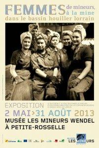 Lorsque l'on évoque les mines de charbon, on pense immédiatement aux mineurs... Mais les femmes dans tout ça ? N'ont-elles pas aussi joué un rôle dans cette histoire, à la fois en tant que femmes de mineurs, précieux soutien au quotidien, mais aussi à la mine, puisque les femmes ont aussi été employées par les houillères et pas seulement au criblage dans les lavoirs ?