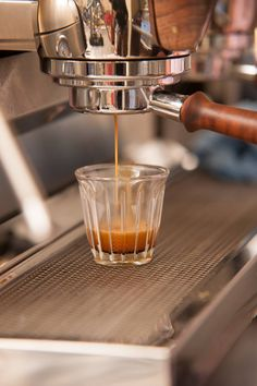 The next wave of great coffee is taking root in Vienna, transforming the way the city sips its favourite beverage Espresso Maker, Espresso Machine, Coffee Maker, V60 Coffee, Coffee Cups, Great Coffee, Location, Vienna, Mugs