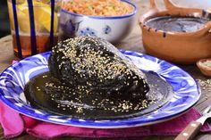 ImagenReceta Mexican Dishes, Mexican Food Recipes, Snack Recipes, Cooking Recipes, Spanish Recipes, Black Mole Recipe, Chicken Mole Recipe, Chicken Recipes, Oaxaca Food