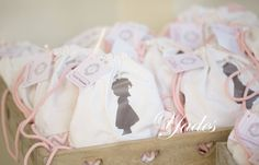 Candy Bar Christening, Gift Wrapping, Candy, Bar, Gifts, Wedding, Gift Wrapping Paper, Valentines Day Weddings, Presents