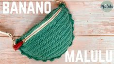 Muy útil , sencilla y bonita aprende a tejer con la ayuda del tutorial de Malulu Knit |quien te enseñara paso a paso como tejerla, las cangureras está Knitted Hats, Crochet Hats, Crochet Bag Tutorials, Crochet Purses, Crochet Clothes, Purses And Handbags, Jute, Knitting, Pattern