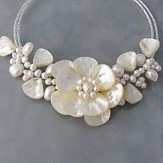 Memory Wire 'Sakura Flower' Pearl and Mother of Pearl Choker (Thailand) Diamond Bar Necklace, Pearl Choker Necklace, Beaded Jewelry Patterns, Beaded Jewellery, Shell Jewelry, Beaded Necklaces, White Choker, Leather Flowers, Necklace Designs