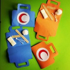 This page has a lot of free Community helpers craft idea for kids,parents and preschool teachers. Police Officer Crafts, Police Crafts, Toddler Crafts, Preschool Crafts, Crafts For Kids, Arts And Crafts, Art Activities For Kids, Art For Kids, Community Helpers Crafts