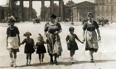 Dirndlmode Berlin 1921 by janwillemsen, via Flickr