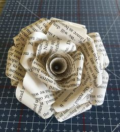 Book page roses - Book Page Roses Old Book Crafts, Book Page Crafts, Book Page Art, Old Book Pages, Paper Crafts, How To Make Paper Flowers, Tissue Paper Flowers, Paper Roses, Book Page Flowers