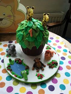 Giant Jungle Cupcake cake giraffe elephant tree