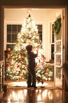 Easy tutorial on how to photography your Christmas tree and lights at night. Instantly take great pictures of your child in front of Christmas tree.