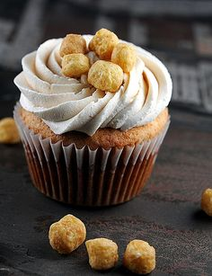 Banana Peanut Butter Captain Crunch Chocolate Chip Cupcakes with Peanut Butter Malted Milk Buttercream. #recipes #foodporn #desserts #cupcakes