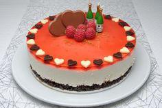 Ostekake med sjokoladebunn, limesmak og hjemmelaget jordbærgelé #cheesecake #cream_cheese #kremost #jello #chocolate #strawberry