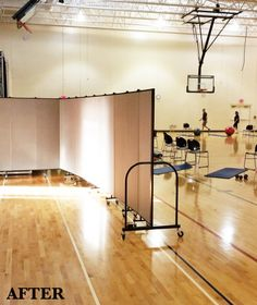 Constructed from a series of 22-inch wide hinged panels, each Freestanding Screenflex room partition is a rolling, space-dividing, sound-absorbing machine. Our custom room dividers open and close in accordion style, and our short or tall room dividers also can be set up in a number of shapes.