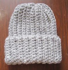 This is a quick and easy crochet ribbed hat pattern that looks just like ribbed knitting! It's my favourite free crochet hat pattern. | www.homestead-acres.com via @homesteadacres