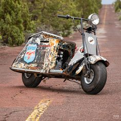 Colby Thompson is a company CEO, but spends his spare time restoring and modifying rare vintage Cushman scooters—turning them into raw works of art. Hit the bio link for the weird and wonderful story. Custom Car Shop, Custom Cars, Harley Davidson Luggage, Scooter Bike, Bicycle, Cafe Racer Bikes, Sprint Cars, Motor Scooters, Garage