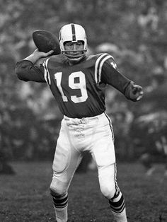 Johnny Unitas - HOF QB (1979) -  Pittsburgh Steelers (1955)* Practice Squad Baltimore Colts (1956–1972) San Diego Chargers (1973) Nfl Colts, Denver Broncos Football, Pittsburgh Steelers, Football Helmets, Nfl Championships, Championship Game, Baltimore Colts, Indianapolis Colts, Sports Gallery