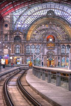 Antwerpen Centraal Railway Station not as large and elegant as the one in Saint Louis. My favorite train station in the world!
