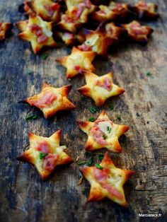 Mini Flammekueches stars for the aperitif An idea of ​​home-made aperitif, the . Fingers Food, Xmas Food, Yule, Love Food, Snack Recipes, Food And Drink, Appetizers, Cooking, Nouvel An