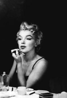 Marylin Monroe, Marilyn Monroe Quotes, Old Hollywood Glamour, Vintage Looks, Nostalgia, Couple Photos, Celebrities, Lady, Photography