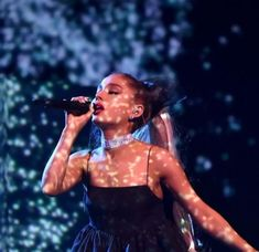 Ariana Grande performance at the bbmas 2018 !! So iconic ! ♡ a queen.