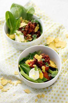 Kaipaatko texmexiä raikkaammassa muodossa? Kokeile texmex-salaattia! Tomaattinen jauheliha-papuseos, maissilastut ja ranskankerma tekevät salaatista meksikolaishenkisen herkun.