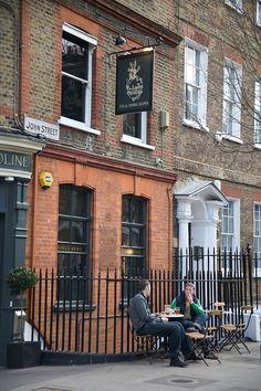 London, Lady Ottoline Pub, John St., Bloomsbury - Photo by Vanessa Berberian