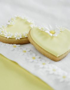 http://www.thecakeparlour.com/wp-content/uploads/2011/01/Daisy-Heart-Cookies-300x384.jpg