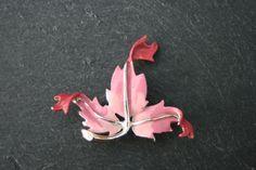 EXQUISITE  Vintage 1960s Leaf Brooch in by VintageJewelleryFun