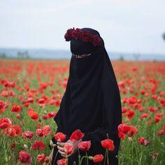 Arab Girls Hijab, Muslim Girls, Muslim Couples, Hijab Niqab, Muslim Hijab, Hijabi Girl, Girl Hijab, Muslim Wedding Dresses, Dress Wedding