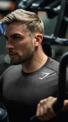 Ryan Terry flexing the Gymshark Phantom Seamless Long Sleeve T-Shirt. Seamless knit, printed Gymshark details and jacquard weave for breathability
