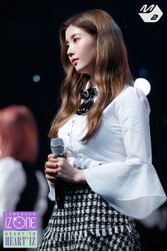 """트위터의 MPD(엠피디) 님: """"어머 지금 Mnet에서 컴백쇼 재방 중이네요 지금 막 시작했으니까 틀어놓고 사진 감상하기 추천 #IZONE #아이즈원 #HEART_TO_HEARTIZ #HEARTIZ #M2 #엠투… """" Stage Outfits, Kpop Outfits, Kpop Girl Groups, Kpop Girls, Gfriend Sowon, Ailee, Yu Jin, Red Velvet Seulgi, Japanese Girl Group"""
