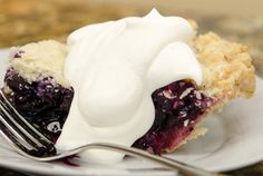 Lemon Blueberry Pie Recipe from Bob's Red Mill! Fresh Blueberry Pie, Blueberry Pie Recipes, Gluten Free Blueberry, Lemon Dessert Recipes, Sweet Recipes, Delicious Desserts, Blackberry Pie, Gf Recipes, Gluten Free Deserts