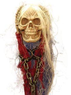 Skull Hanging W Hands Chain